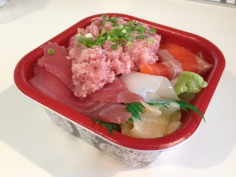 海鮮丼食べる